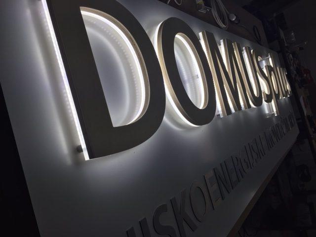 DOMUSplus - SVIJETLEĆA REKLAMA
