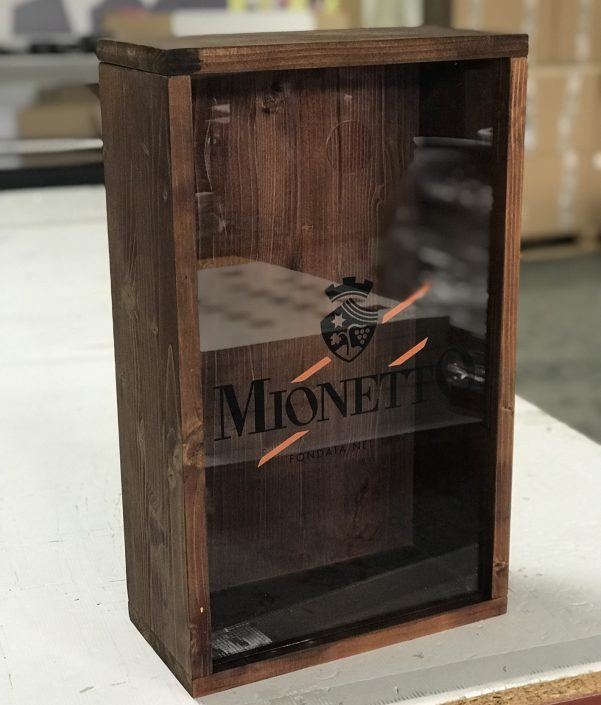 Mionetto - wood/glass box